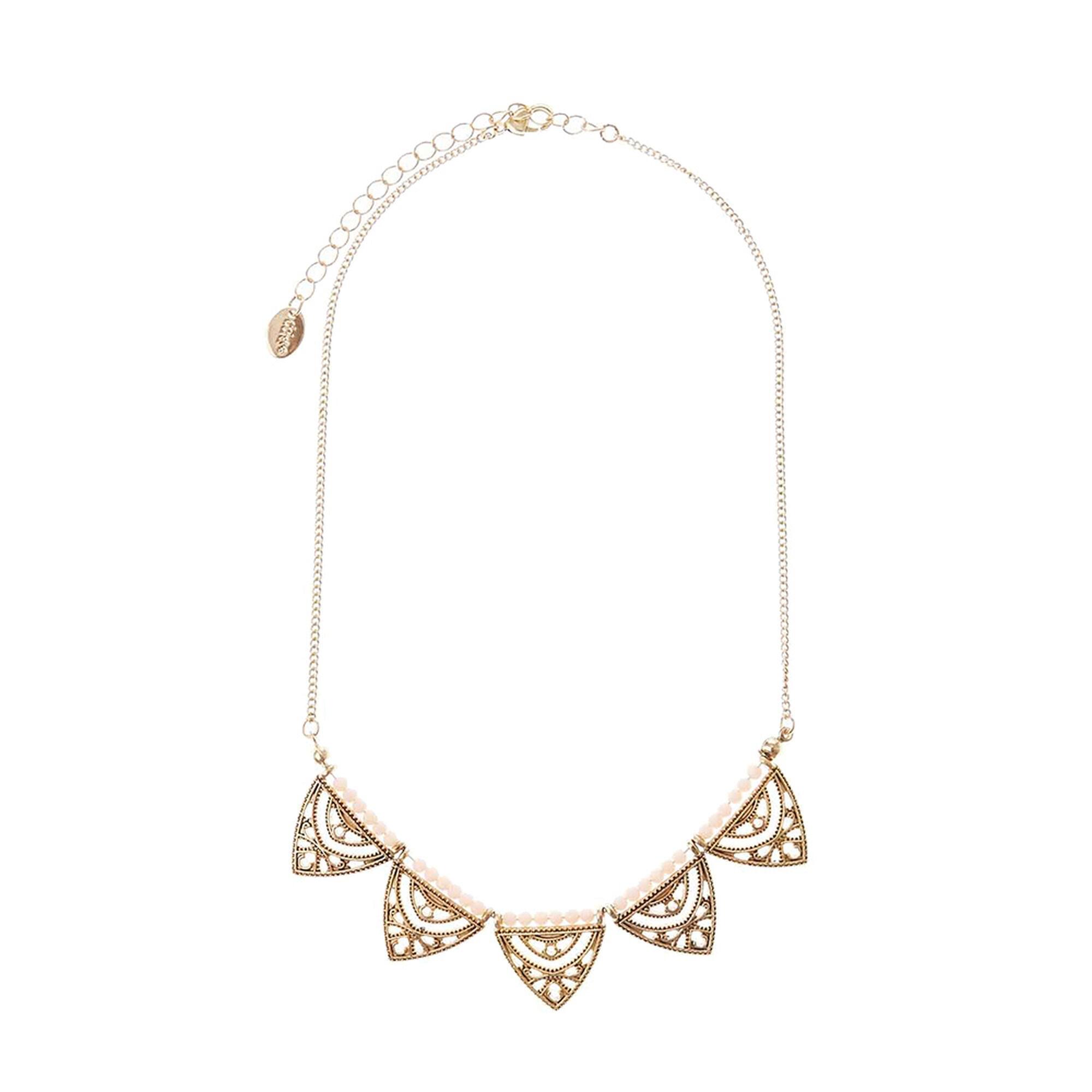 Suivez la voie de la mode avec ce bijou en collier long du créateur Zag Bijoux. Ce sautoir doré léger est agréable à porter et son motif pendentif s'inspire des tendances modernes! Il se compose en une fine chaîne qui découle jusqu'en un pendentif flèche gravé.