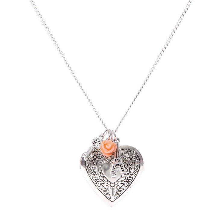 Collier avec médaillon couleur argenté en forme de coeur et autres breloques,