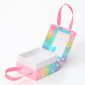 Petite boîte cadeau cœurs arc-en-ciel,