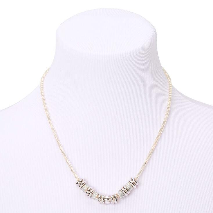Collier de caractère anneaux à paillettes argentées,